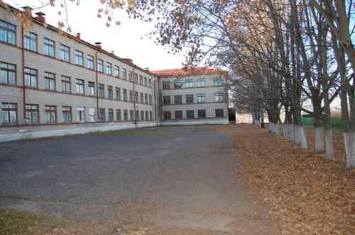 Школьный двор (осенью)